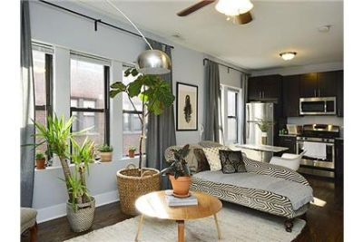 Newly rehabbed Top Floor 1 bedroom in Andersonville! In-unit washer/dryer, central ac, granite. Pets