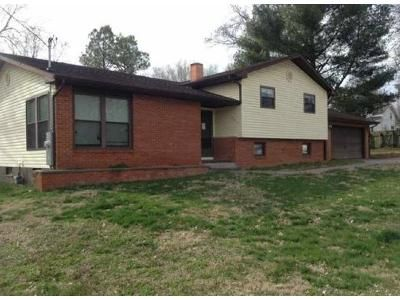 3 Bed 1 Bath Foreclosure Property in Du Quoin, IL 62832 - N Peach St