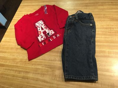 Adorable lightweight thermal tee NWT with denim 5 pocket jeans