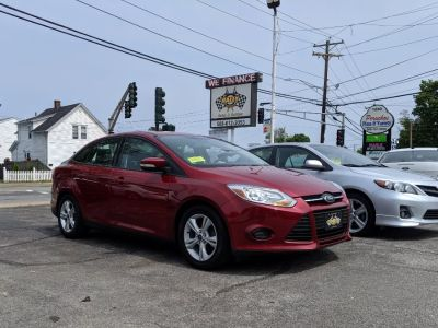 2014 Ford Focus SE (Race Red)