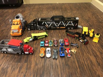 Vehicle assortment and action figures