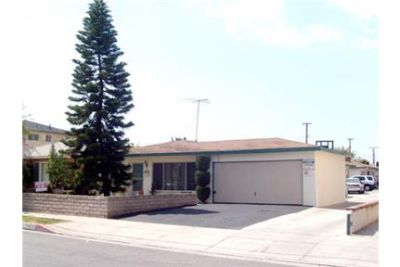Outstanding Opportunity To Live At The Hawthorne City Club. Washer/Dryer Hookups!
