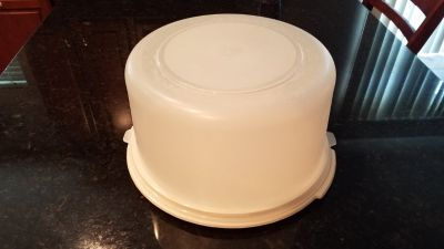 Rubbermaid Cake Keeper