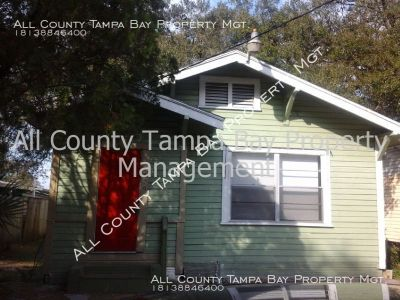 Gorgeous 3 Bed 1 Bath Bungalow Home in Tampa!