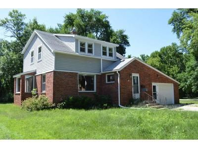 4 Bed 2 Bath Foreclosure Property in Mason City, IA 50401 - N Taylor Ave