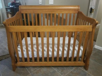Beautiful 4-1 Convertible Crib, Toddler bed, Daybed to Full size headboard/footboard. ..WANT GONE ASAP. NO HOLDS