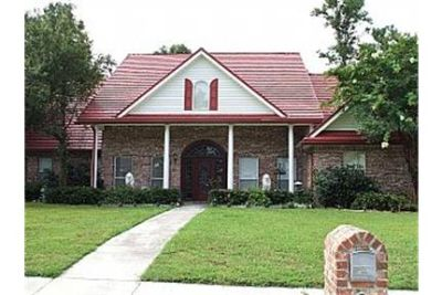LARGE EXECUTIVE HOME CLOSE TO EVERYTHING
