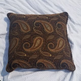 4 Throw Pillows being sold together