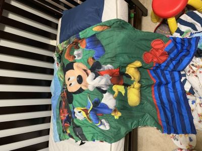 Toddler bedding/Mickey Mouse