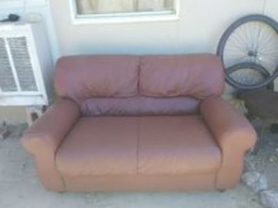 really nice love seat in good condition pick up only