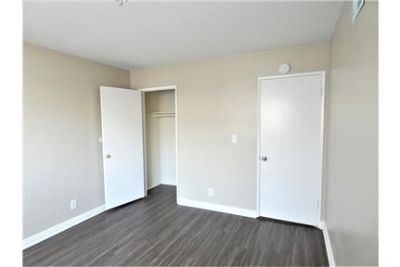 BEAUTIFUL 4 BED/2 BATH APARTMENT WITH GARAGE INCLUDED. MOVE IN SPECIAL