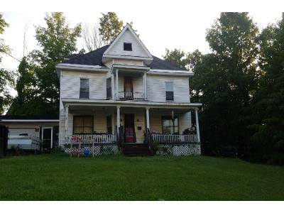 5 Bed 2.5 Bath Foreclosure Property in Orleans, VT 05860 - S Ave