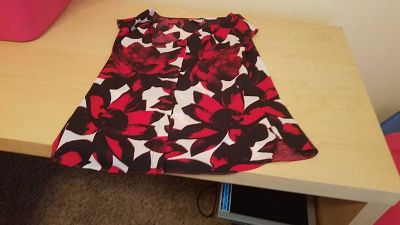 Worthington red and black flowery top