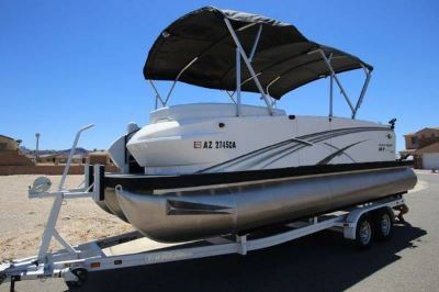 LIKE NEW!!! 2015 Larson Tritoon