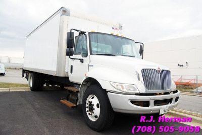 2012 Navistar 4300 24ft Straight Truck - (NON CDL)