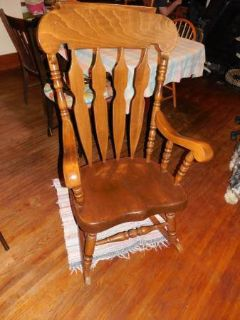 NICE LARGER WOOD ROCKING CHAIR