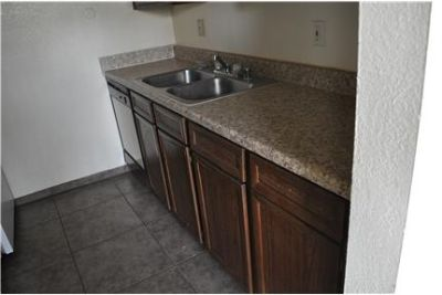 GREAT DEAL~~GREAT CLOSET SPACE~~GREAT LOCATION!!!