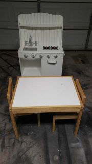 Kids kitchen and table with 2 chair one chair is cracked but you can used askink 40 for everything