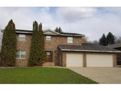 4 Bed 2.5 Bath Foreclosure Property in Minot, ND 58701 - 14th St SW
