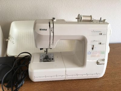 Kenmore Portable Sewing Machine with hard carrying case