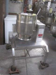 TDH20 Groen 20 Quart Steam Jacketed Tilting Kettle with Stand 7892
