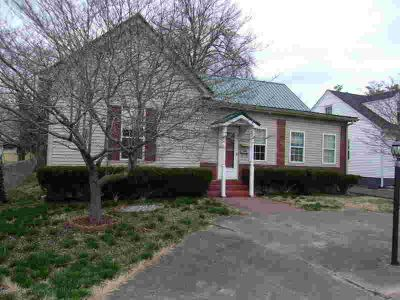 405 College St Elizabethtown Two BR, Come and tour this