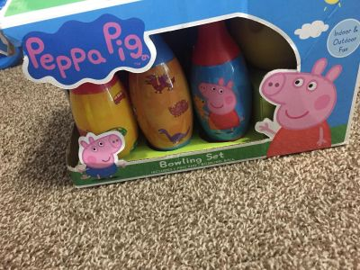 Peppe pig bowling pins