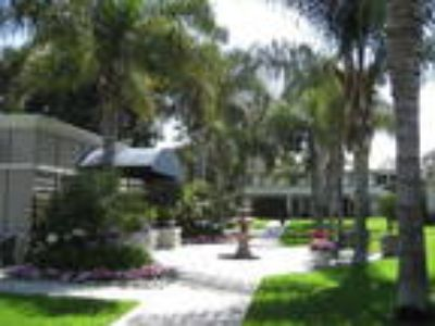 Beautiful Two BR Townhouse-Located Only Blocks To The Beach-Open Kitchen-...
