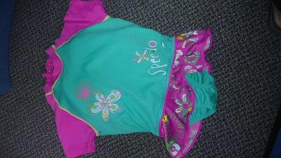 Speedo M/L fits 2 to 6 years read description great condition