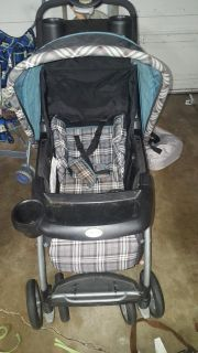 Stroller $10 FIRM POMS FTPU (tear in basket) (Dog and cat in home)
