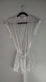 New with tags Short White Bridal Robe