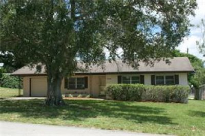 Great Location! Spacious 3Br/2Ba close to lake, parks and shopping!