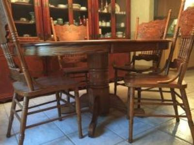 Kitchen table and chairs --Oak