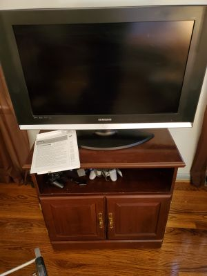 Samsung 32 in TV with stand