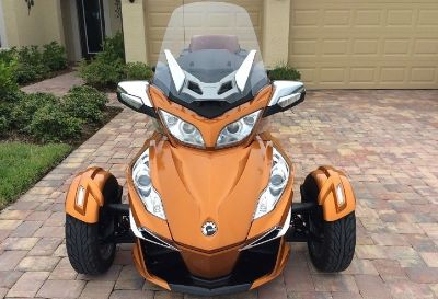FLAWLESS- 2014 Can-Am Spyder RT SE6 LIMITED w/OEM Trailer