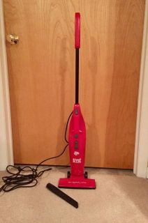 Dirt Devil lightweight vacuum with detachable hand vac, very clean, nice condition