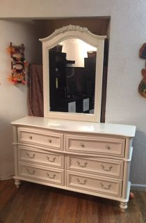 Shabby Chic lovely dresser w/ mirror