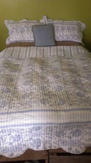 King Size quilted comfortor-blue  white reversible French country - toile b