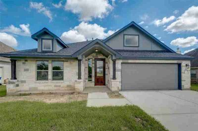 9707 Highland Pointe Needville Three BR, Great custom home in