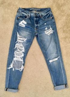 American Eagle~Ripped~Distressed Jeans~Size 0 Short