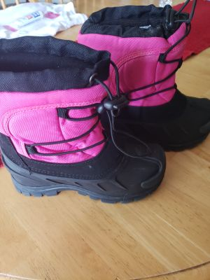 Girls winter boots. Size 13.