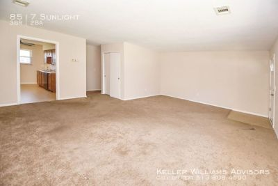 Cute little house, great location! Less than $1,000/mo!