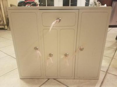 Generation Doll armoire