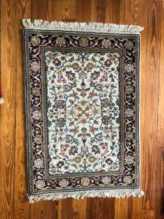 Small oriental rug 25 x 37