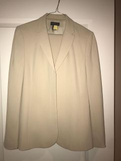 Ann Taylor business suit , jacket and pants size 6 Tall.