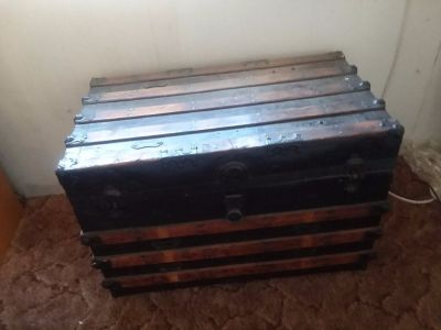 Steamer trunk, in good condition.