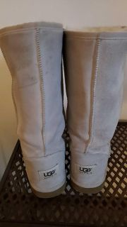 Ugg classic off white size 7