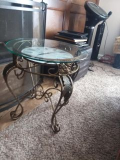 Clock accent table