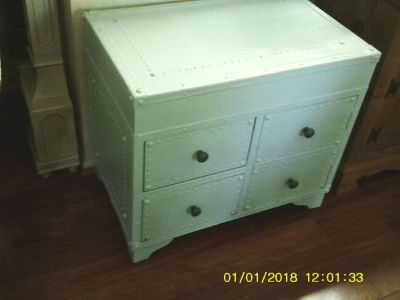 CABINET LOOKS LIKE A STEAMER TRUNK UNIQUE