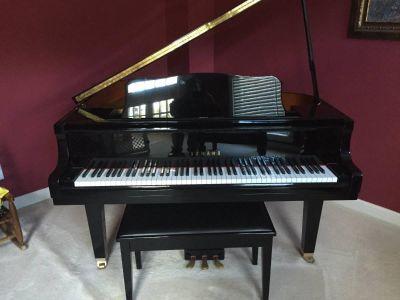 1 Owner, Like New Yamaha Baby Grand Piano